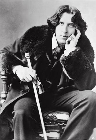 Oscar Wilde holding a sword cane (1882), which appears to be reflected in the design of The Oscar statuette (1928).