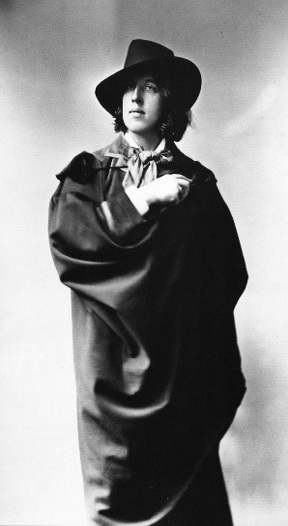 Oscar Wilde (1882), considered by Icons of Europe to have inspired the name of the Oscar statuette of the Academy Award.
