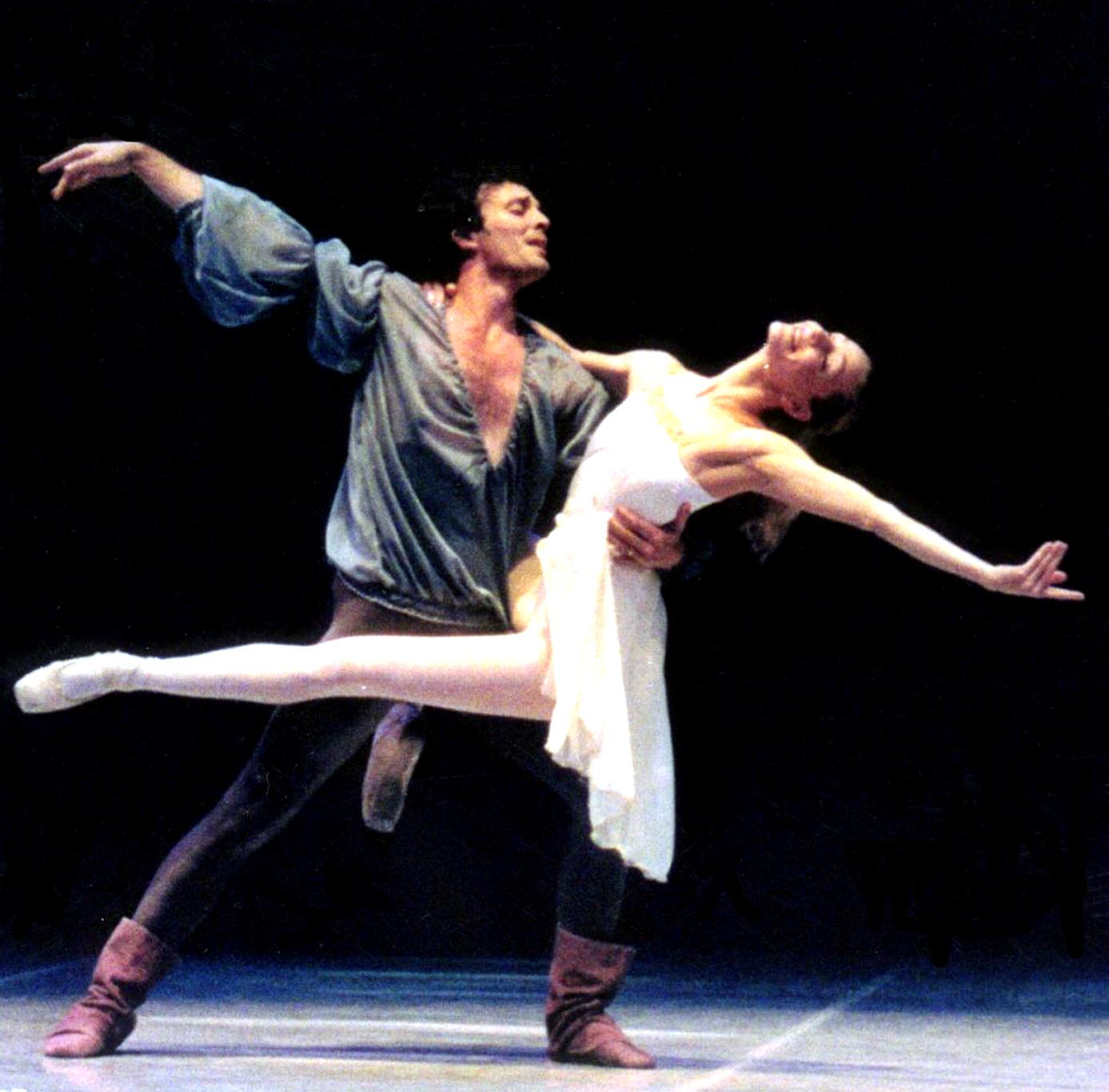 Two dancers portraying the roles of Romeo and Juliet