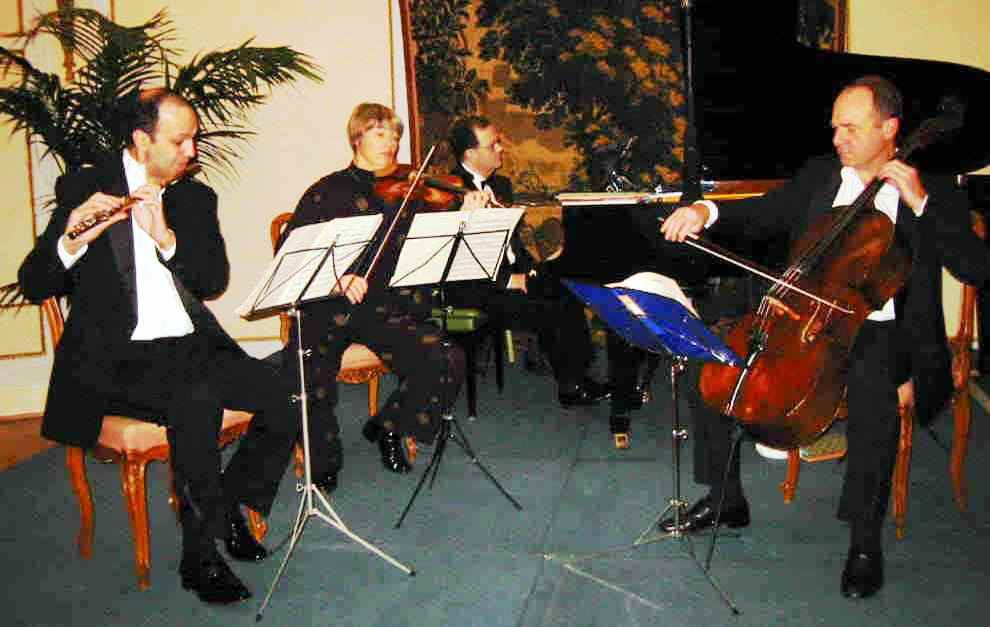 Celebrating the EU enlargement:  chamber music concert organized by Icons of Europe on 22 November 2002 at Brussels.  Music by Bartók, Chopin, Dvorák, Holmboe, Kodály, Paderewski.