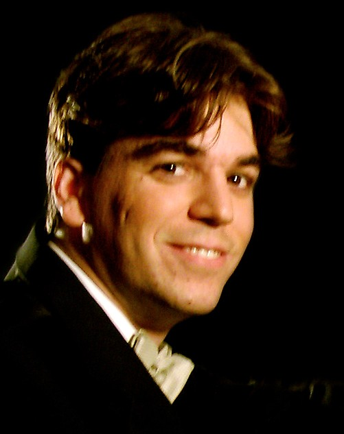 R�gulo Martinez, piano.